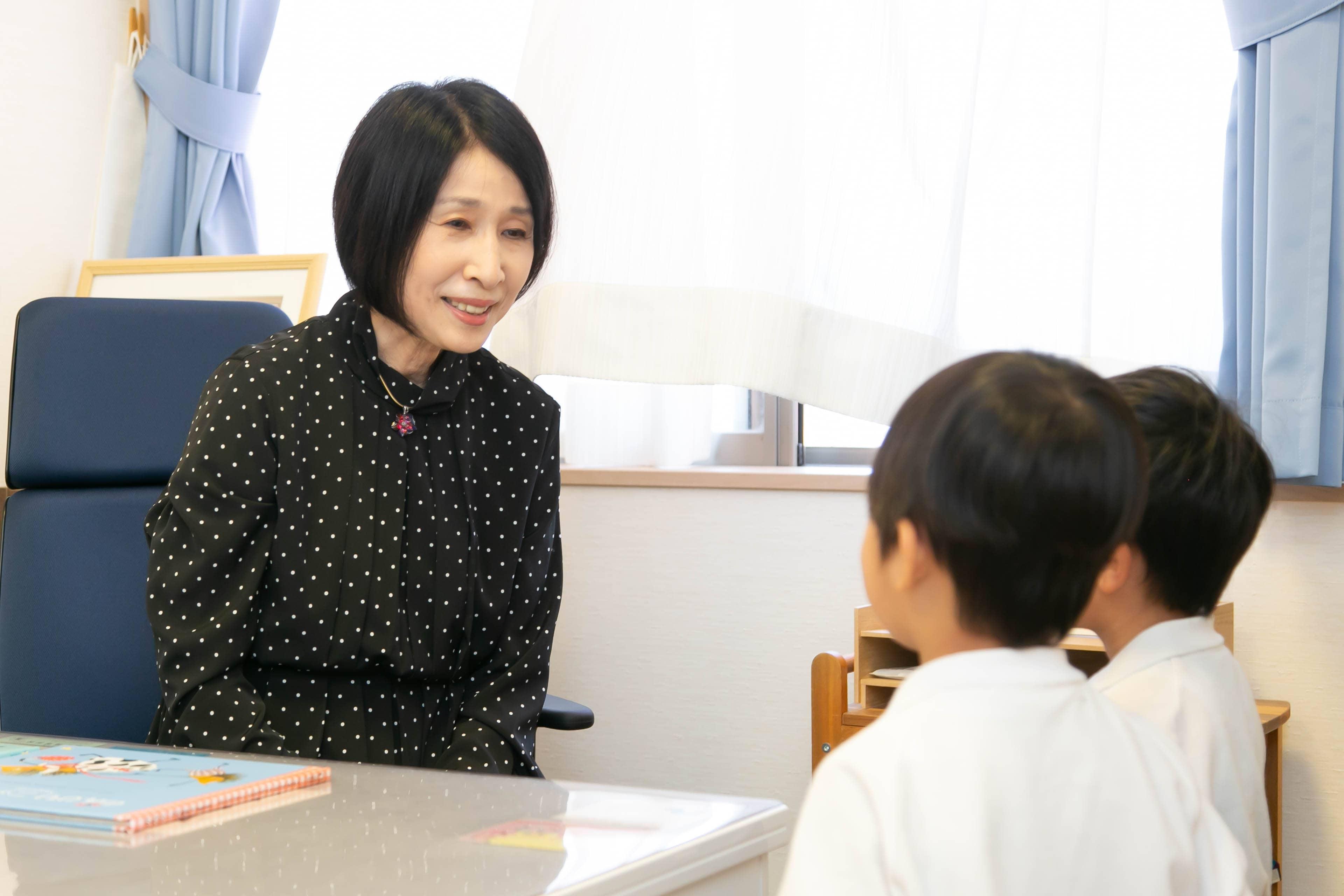 認定こども園愛宕幼稚園の園長である武田祐子の写真